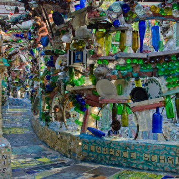 http://www.visitphilly.com/music-art/philadelphia/philadelphias-magic-gardens/
